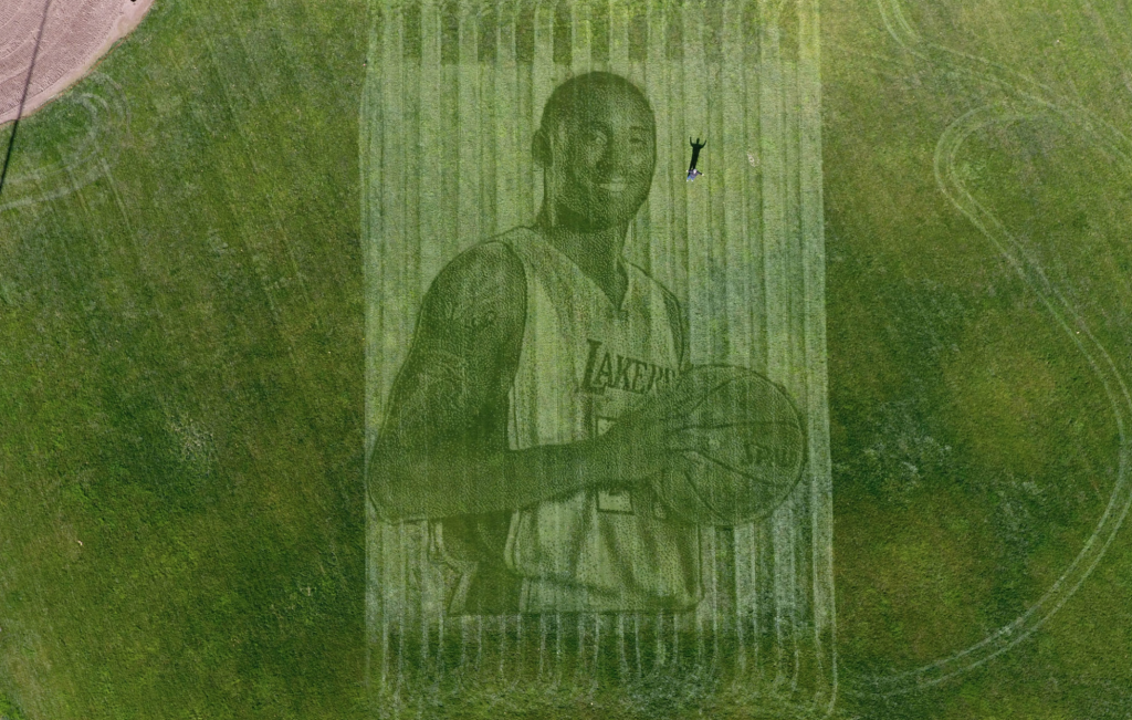 kobe bryant grass tribute